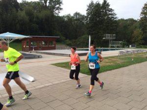 Claudia und Nicole beim Zieleinlauf